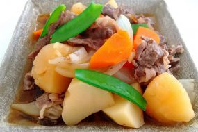 【魚焼きグリル活用法】ココットダッチオーブンで肉じゃがを作る!